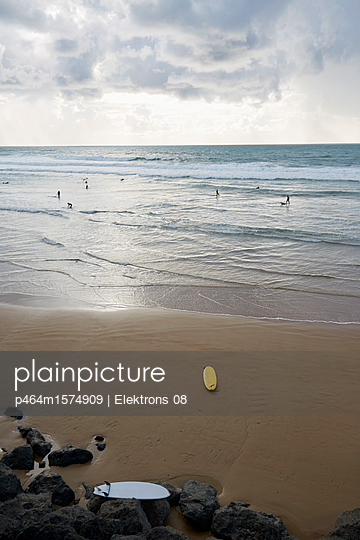 Surfer - p464m1574909 von Elektrons 08