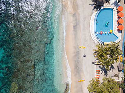 Indonesia, Bali, Aerial view, Resort on the beach - p1108m2090343 by trubavin