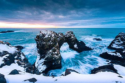 Arnarstapi stacks, Snaefellsness peninsula, northern Iceland - p651m2033087 by Stefano Termanini