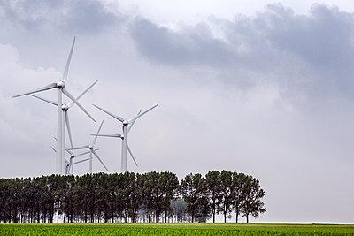 Windräder auf dem Land - p915m1332800 von Michel Monteaux