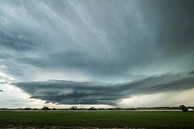 Massive supercell creeping towards the town of La Junta, Colorado, USA - p924m1495011 by Jessica Moore