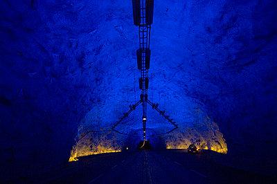 Tunnel - p1003m736077 by Terje Rakke