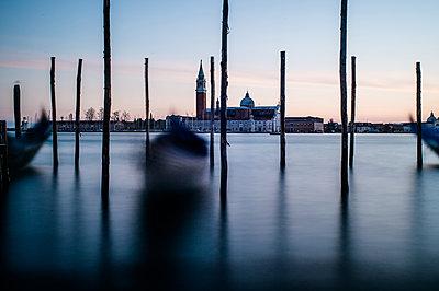 Gondeln in Venedig - p1326m1218731 von kemai