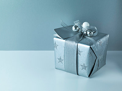 Christmas gift with silver ribbon and wrapping - p6417763f by Martin Barraud