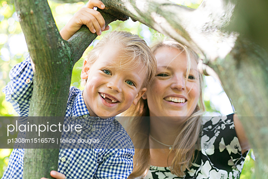 Mutter und Sohn - p1308m1516575 von felice douglas