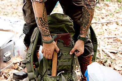 Man with axe and backpack in forest - p300m1499225 by Michelle Fraikin
