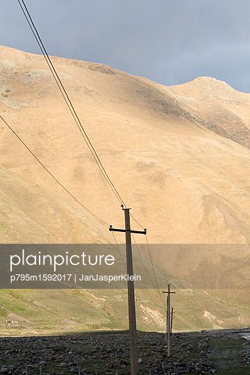 Strommast im Kaukasus - p795m1592017 von Janklein