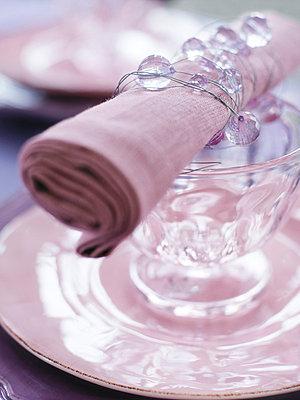 A serviette on a set table close-up. - p31219269 by Mikael Dubois
