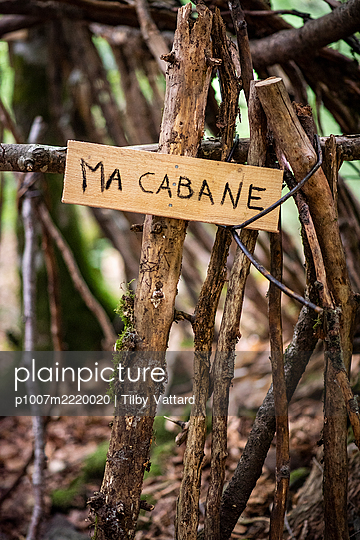 front placard of a child's hut - p1007m2220020 by Tilby Vattard
