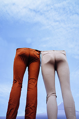 Half mannequins modelling jeans - p1053m2172611 by Joern Rynio