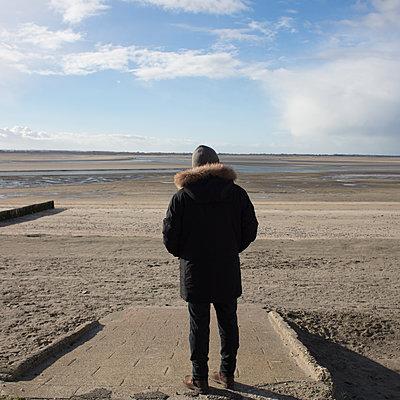 Man at the beach - p1138m2043595 by Stéphanie Foäche