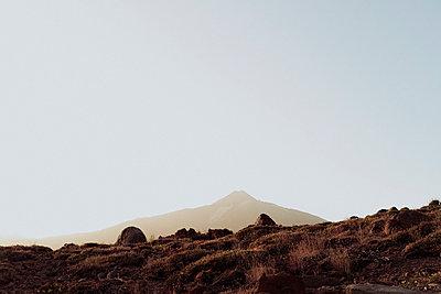 Minimalistic view of Mount Teide against blue sky - p1166m2129939 by Cavan Images