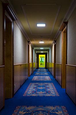Hotelflur - p1562m2152561 von chinch gryniewicz