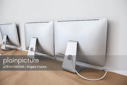 Bildschirme - p781m1092928 von Angela Franke