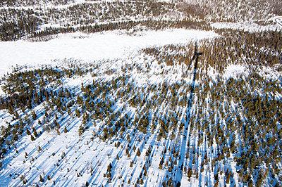Windkraftanlage im Schnee - p1079m1042373 von Ulrich Mertens