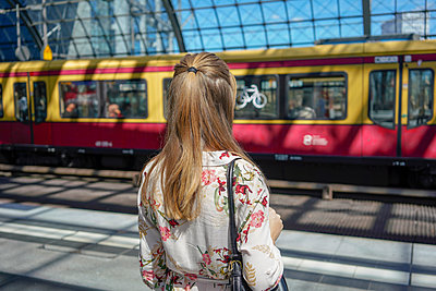 A female waiting for a train in a train station - p1332m2045761 by Tamboly