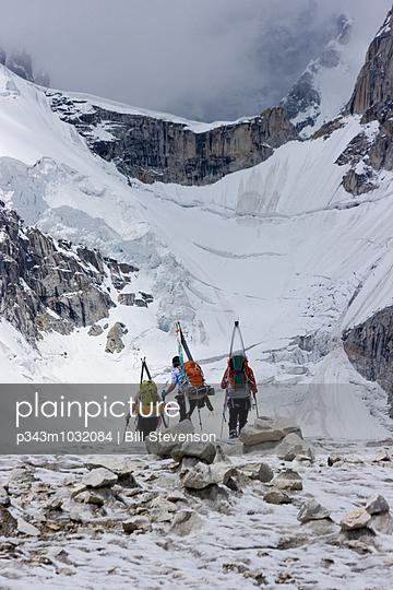 Three ski mountaineers walking on the Biafo glacier in the Karakoram Himalaya of Pakistan - p343m1032084 by Bill Stevenson