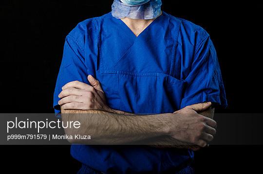 Surgeon - p999m791579 by Monika Kluza
