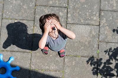 Pfeifendes Kind - p305m1000416 von Dirk Morla