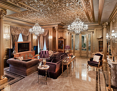 Living room in luxury villa - p390m1115630 by Frank Herfort