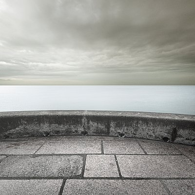 Ocean view, dramatic sky, lookout in foreground - p1137m2173077 by Yann Grancher