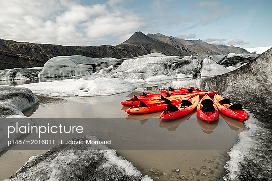 Kayaks in Iceland - p1487m2016011 by Ludovic Mornand
