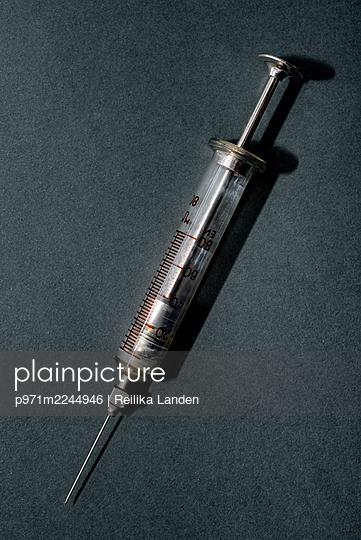 Old syringe - p971m2244946 by Reilika Landen