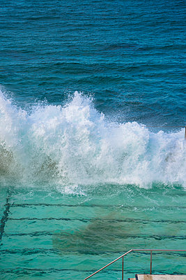 Big waves breaking on pool wall on the waterfront - p1170m1044339 by Bjanka Kadic