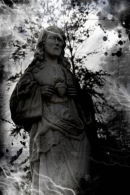 Statue an einem Grabmal - p9790343 von Weber-Decker