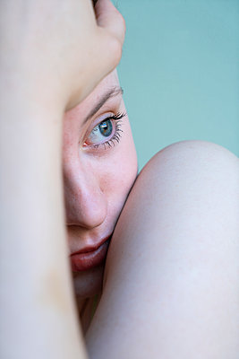 Woman with blue eyes - p427m2109373 by Ralf Mohr
