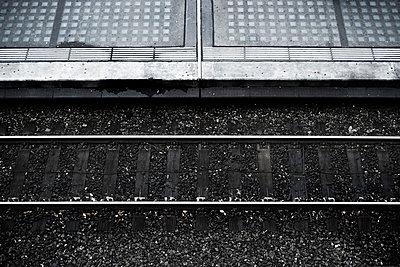 Bahnsteigkante - p9000121 von Michael Moser
