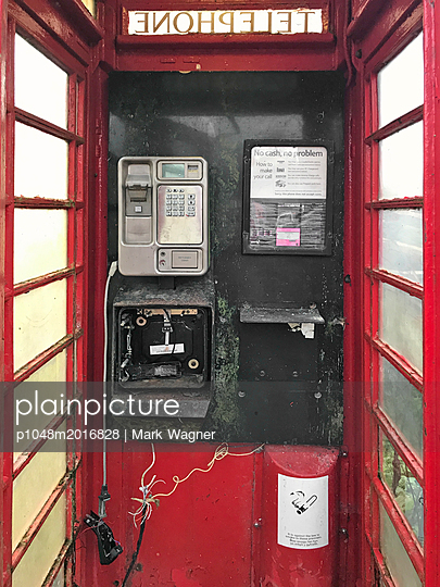 Telephone box damaged - p1048m2016828 by Mark Wagner