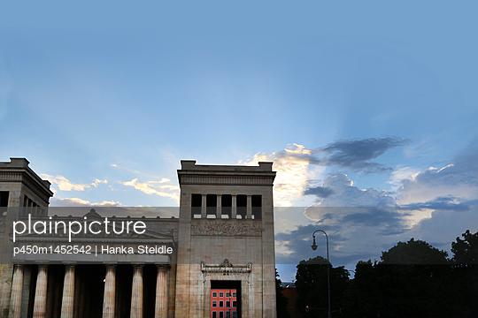 Klassizistisches Gebäude    - p450m1452542 von Hanka Steidle