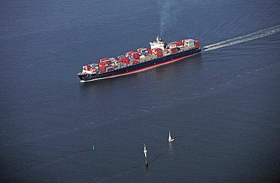 Containerschiff in der Elbmündung bei Neuwerk - p1016m741941 von Jochen Knobloch