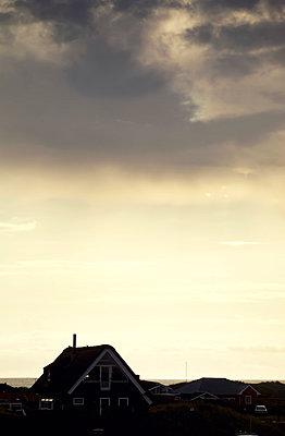 Haus am Meer im Abendlicht - p382m1540202 von Anna Matzen