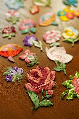 Blumenstickerei - p415m2030774 von Tanja Luther
