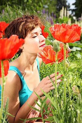 Woman enjoying flowers - p045m831257 by Jasmin Sander