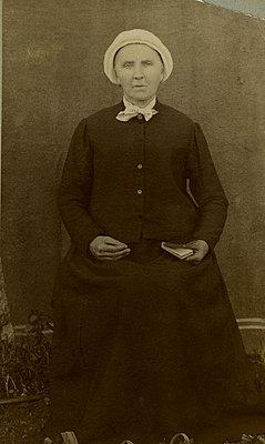 Portrait of a woman - p4451189 by Marie Docher