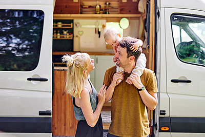 Parents with son in front of their Motor home - p1124m2229045 by Willing-Holtz