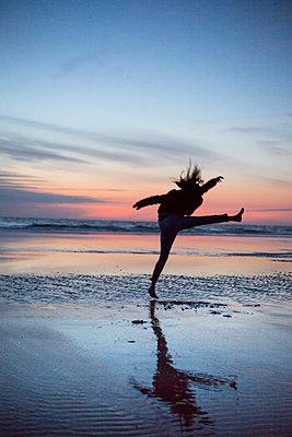 Dancing on the beach - p1621m2278170 by Anke Doerschlen