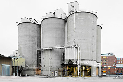 Cement silos at factory - p426m1017901f by Maskot