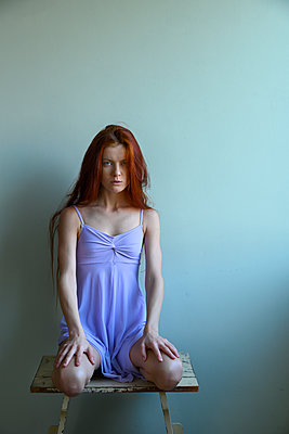 Red-haired woman in sexy dress - p427m2210319 by Ralf Mohr