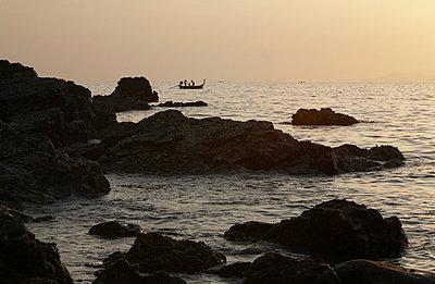 Bei Dämmerung in der Bucht - p6060041 von Iris Friedrich