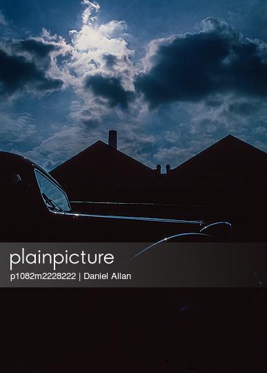 Silhouette eines Oldtimers in der Nacht - p1082m2228222 von Daniel Allan
