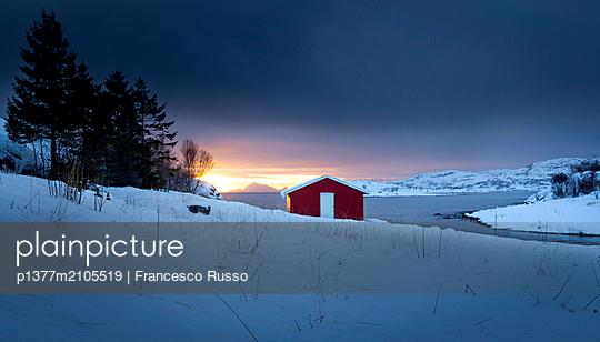 Norway, Nordland, Lofoten Islands, Scandinavia, Norvegian fjord - p1377m2105519 by Francesco Russo