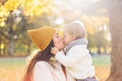 Mother kissing son in Sweden - p352m1536614 by Calle Artmark