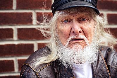 Portrait of senior man in leather jacket - p1166m1086006f by Francesco Ridolfi