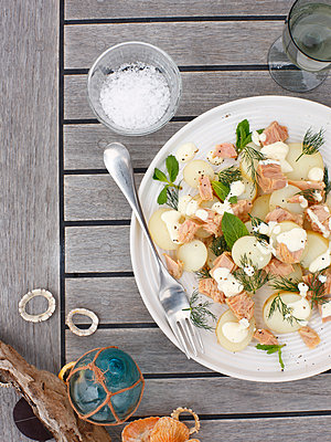 Plate of salmon with potatoes and cream - p429m1450447 by BRETT STEVENS