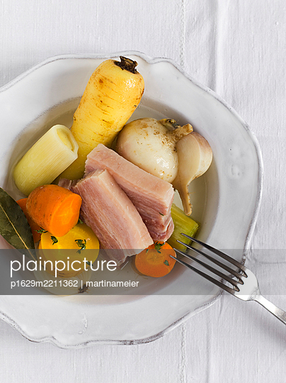 Vegetable and pork belly - p1629m2211362 by martinameier.ch