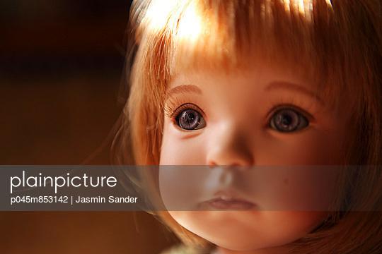 Doll face - p045m853142 by Jasmin Sander